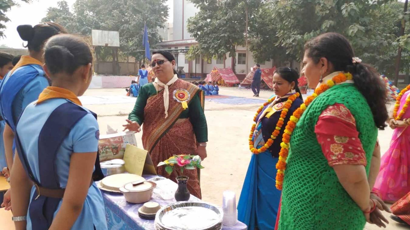 वाराणसी: छात्राओं ने पाक कला के साथ सीखे आपदा प्रबंधन के गुर