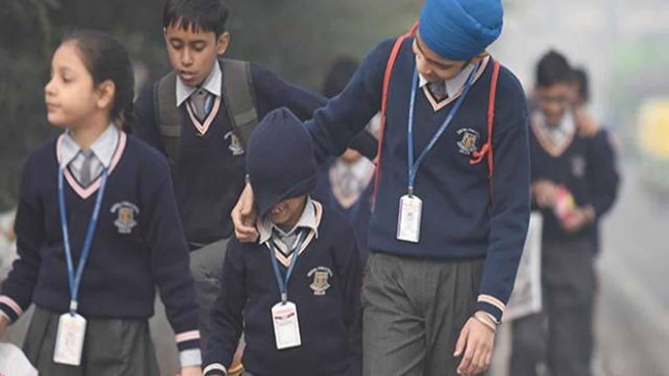 वाराणसी: भीषण ठंड को देखते हुए इंटरमीडिएट तक के स्कूल 4 जनवरी तक बंद