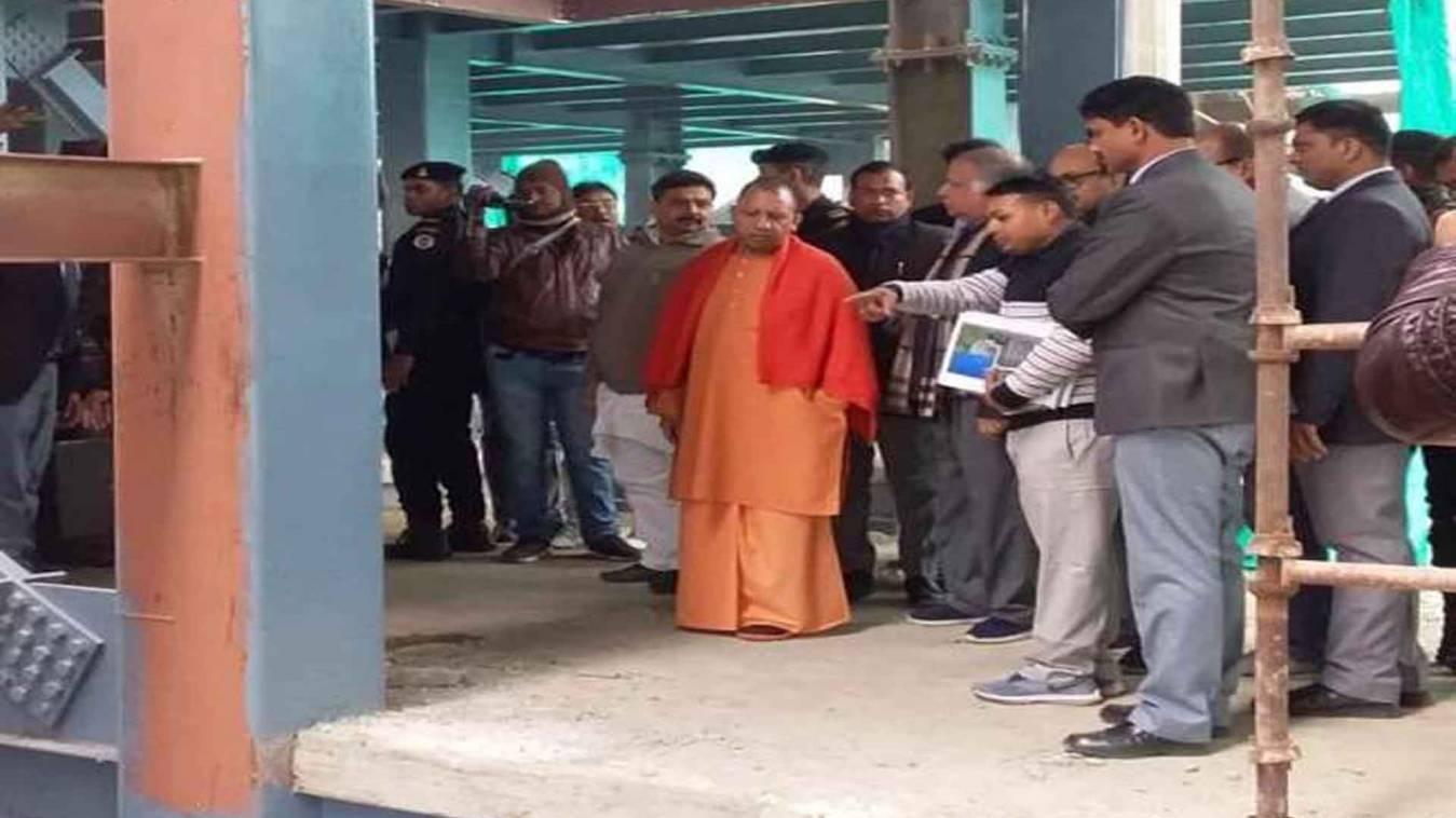 वाराणसी: सीएम योगी ने निर्माणाधीन महिला अस्पताल का किया निरीक्षण, लगाई अधिकारीयों का फटकार