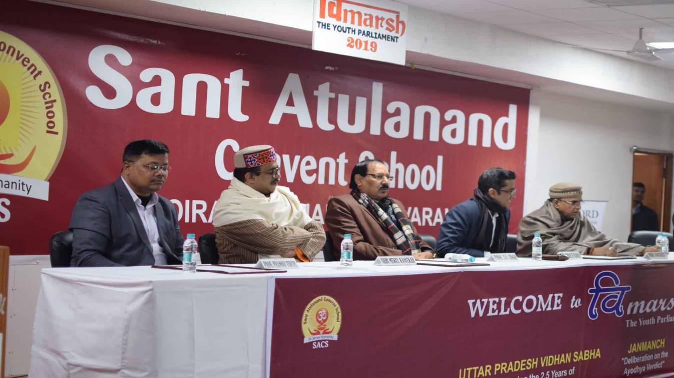 वाराणसी: संत अतुलानंद में आयोजित युवा संसद में हुई समान नागरिक संहिता और राम मंदिर निर्णय पर बहस