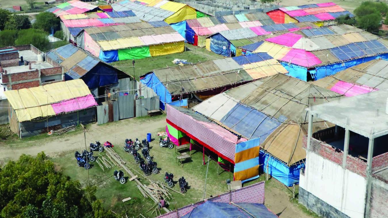 वाराणसी: रविदास जयंती पर सीरगोवर्धन में लग रहे पंडालों से पब्लिक को आपत्ति
