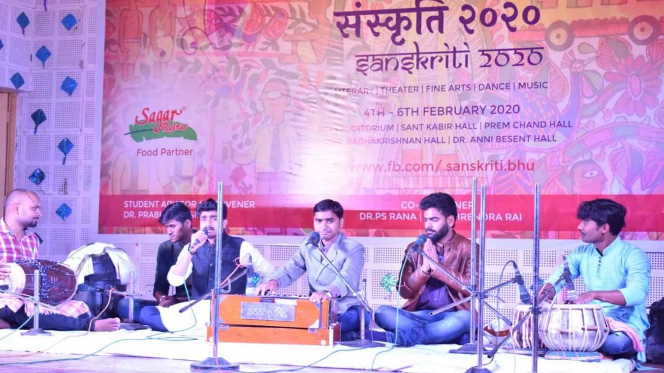 वाराणसी: बीएचयू में युवा महोत्सव का हुआ शुभारंभ, छात्र-छात्राओं की प्रस्तुति ने किया भाव विभोर