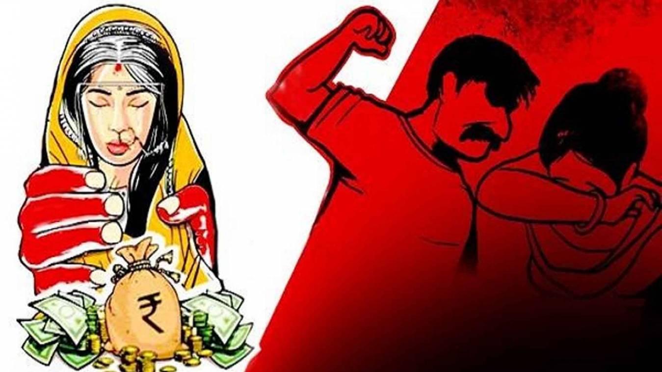 वाराणसी: दहेज़ की मांग नहीं हुई पूरी तो पत्नी को मारपीट कर घर से निकाला और अब...