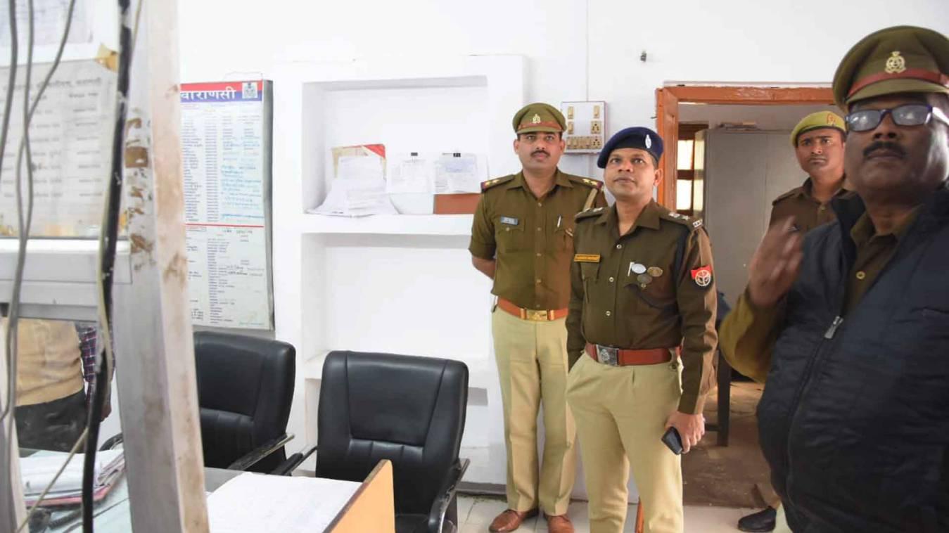 वाराणसी: फायर स्टेशन के निरीक्षण के दौरान एसएसपी ने कहा- कमियों को करें दुरुस्त नहीं तो...