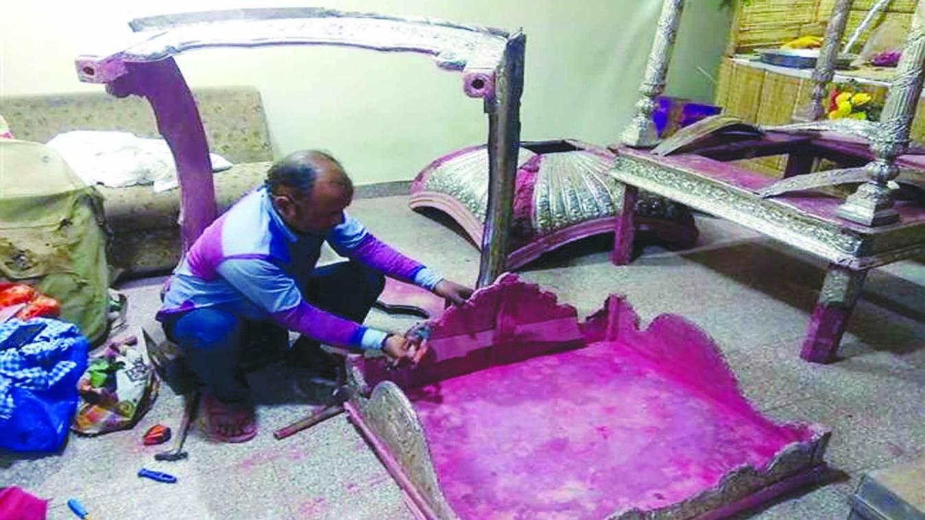 वाराणसी: सवर रही मां गौरा की रजत डोली, बाबा का रजत सिंहासन भी हो रहा तैयार