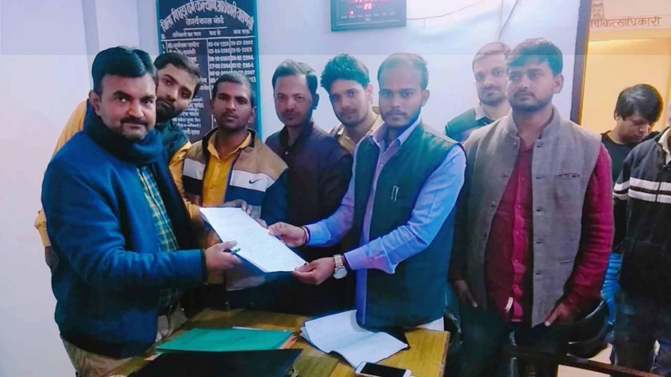वाराणसी: प्रवेश में विलंब किया विद्यापीठ ने और भुगत रहे छात्र, अब लगाई समाज कल्याण विभाग से गुहार