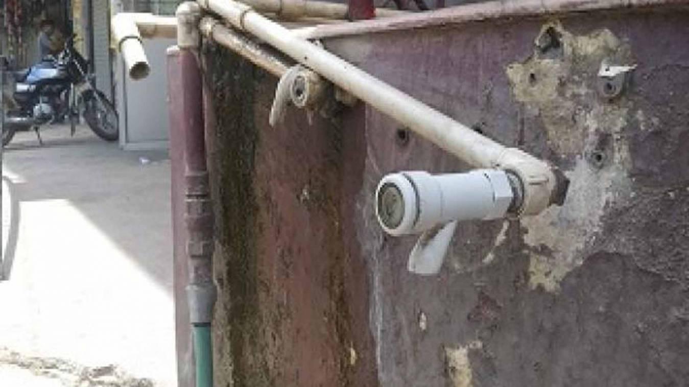 वाराणसी: राजातालाब में पेयजल का भारी संकट,कटी जल निगम की पाइपलाइन