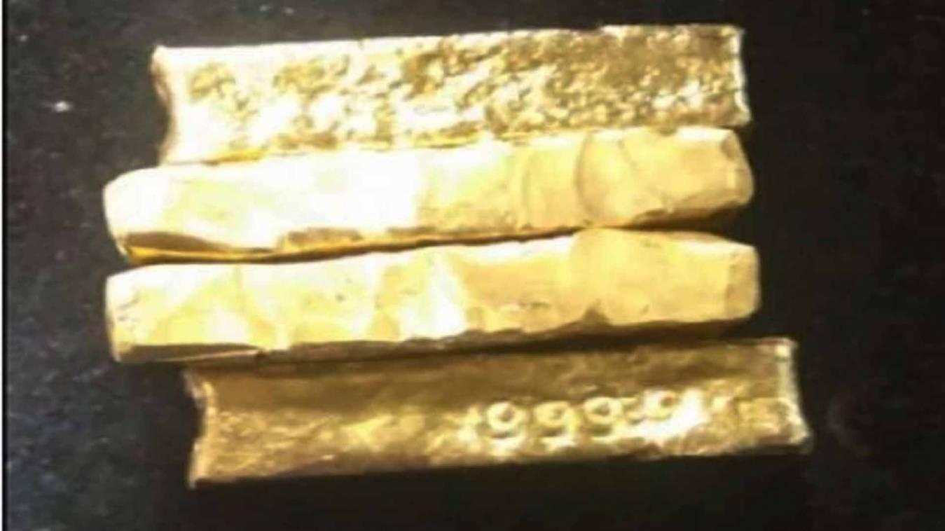 वाराणसी: एयरपोर्ट पर निजी अंग मेंछिपाया था गोल्ड बार, 26 लाखकेसोनेके साथ एक हिरासत में