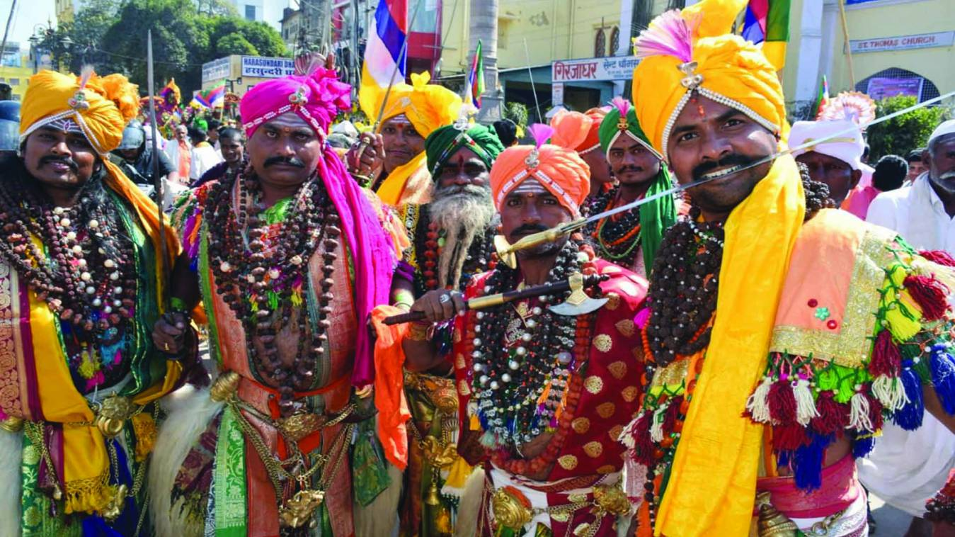 वाराणसी: जंगमबाड़ी मठ के शोभायात्रा में दिखा मिनी भारत, मोदी उतारेंगे जंगम बाबा की आरती