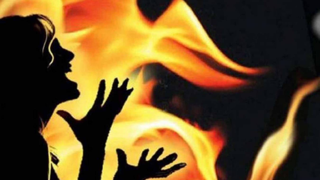 वाराणसी: हाईस्कूल की छात्रा ने खुद को किया आग के हवाले, हालत नाजुक
