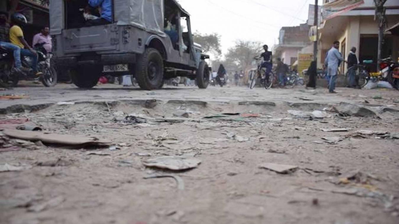 वाराणसी: रोहनिया में खस्ताहाल सड़क पर चलना हुआ दूभर, जनता की सुध लेना वाला कोई नहीं