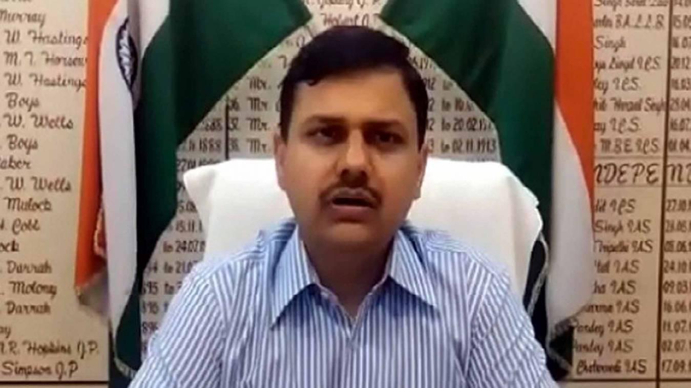 वाराणसी: मंगारी प्रधान ने की लाखों की हेराफेरी, डीएम ने अधिकारों पर लगाया प्रतिबंध