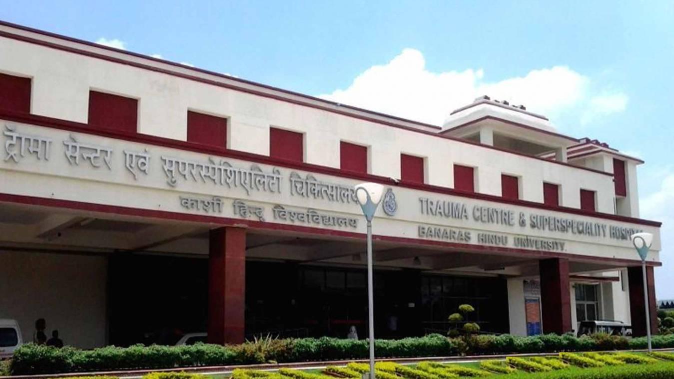 बीएचयू: सीनियर के बाद जूनियर डॉक्टरों ने भी छोड़ा मरीजों को राम भरोसे, गए हड़ताल पर