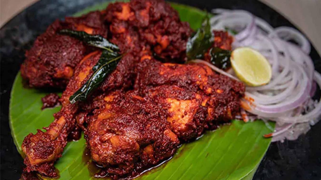 वाराणसी: बर्ड फ्लू के अफवाह से हो रहा था घाटा तो दिया पांच कुंतल चिकन भोज का न्यौता