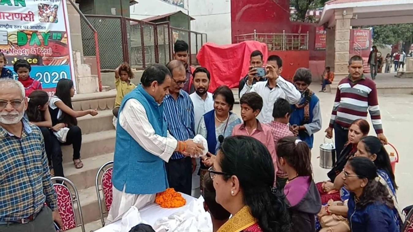 वाराणसी:  इंडियन रोटी बैंक का सपना, भूखे न सोये कोई अपना, मनाया नुडल्स-टी दिवस