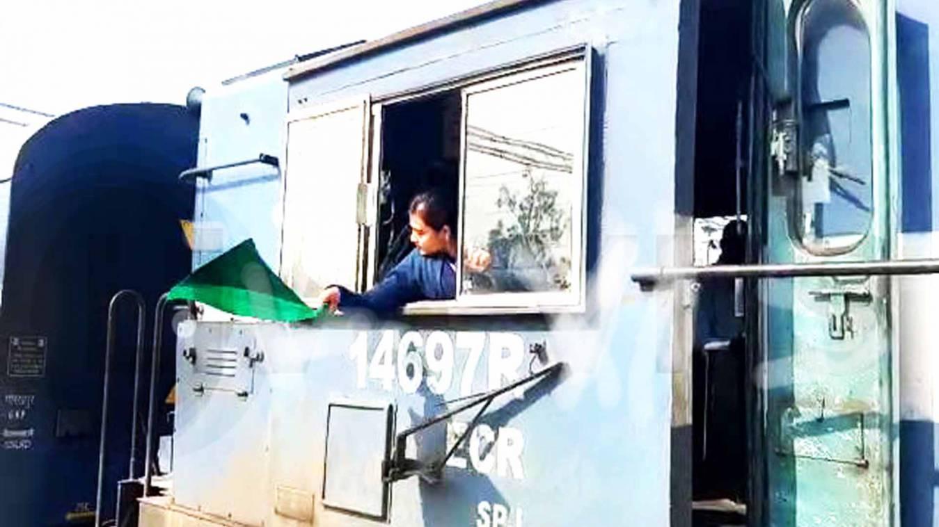 महिला दिवस: जब महिला ड्राइवरों ने दौड़ाई ट्रेन तो मंडुआडीह स्टेशन पर गूंजी तालियों की गड़गड़ाहट