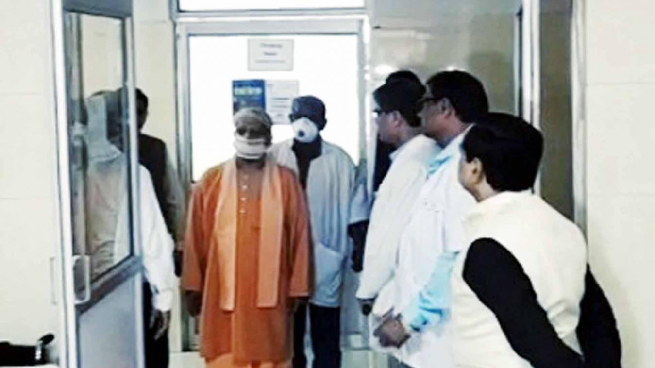 कोरोना वायरस: सीएम योगी ने वाराणसी जिला अस्पताल के आइसोलेशन वार्ड का किया निरीक्षण