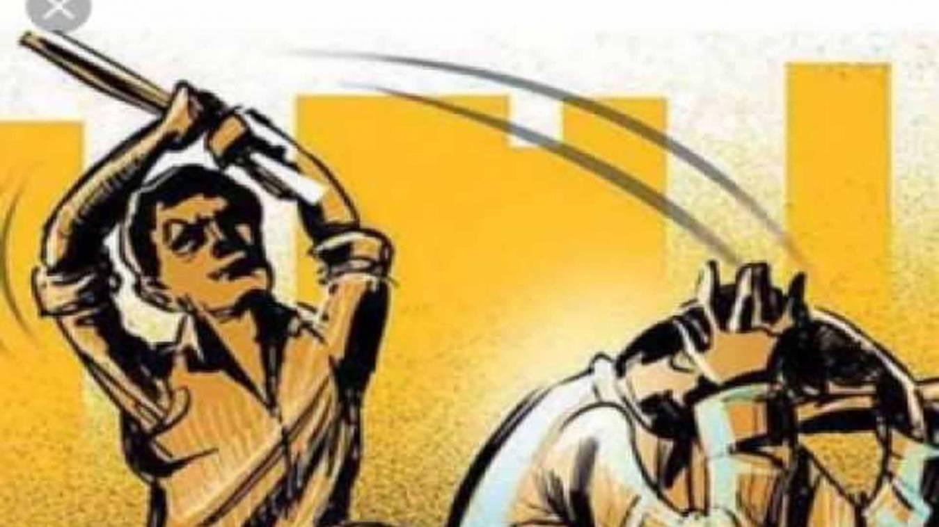 वाराणसी: बिजली आपूर्ति बंद होने से नाराज उपभोक्ताओं ने एसएसओं की पिटाई कर उपकेन्द्र में किया बंद