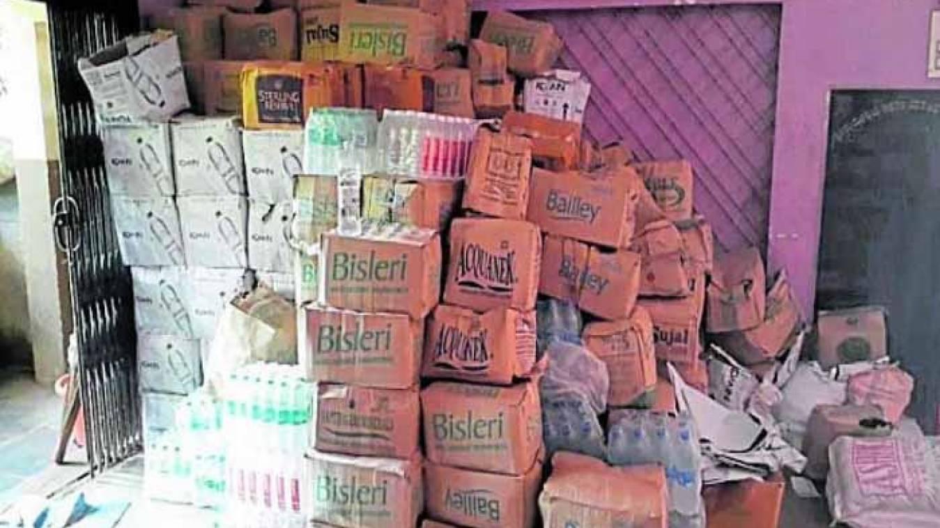 वाराणसी: गरीबों के घर का चूल्हा जलाने का बीड़ा जीपीएल परिवार ने है उठाया