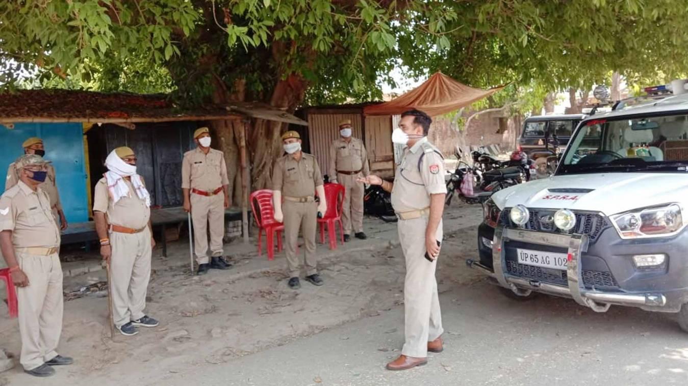 वाराणसी: ग्रामीण पुलिस अधीक्षक ने नियार-अजगरा बार्डर का किया निरीक्षण