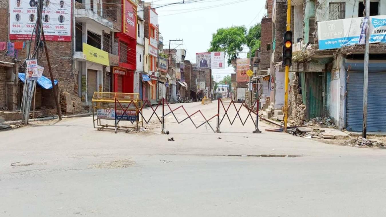वाराणसी: सम्पूर्ण लॉकडाउन में नगर की सड़कों पर पसरा सन्नाटा, दौड़ती रहीं इमरजेंसी गाड़िया