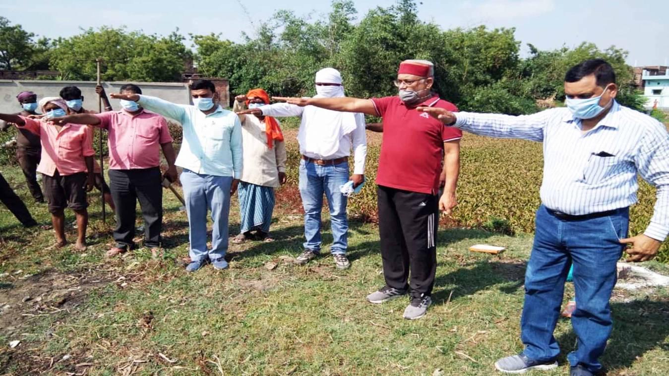 वाराणसी: स्वच्छता अभियान चलाकर तालाब सुंदरीकरण का कार्य किया आरम्भ, सफाई हेतु दिलाई शपथ