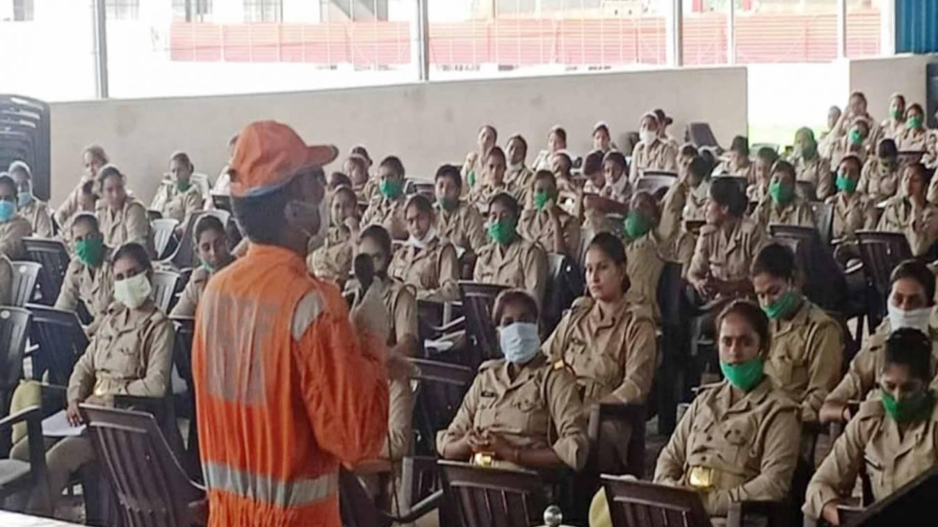 वाराणसी: एनडीआरएफ ने महिला पुलिसकर्मियों को दिया आपदा प्रबंधन और कोरोना से बचाव का प्रशिक्षण