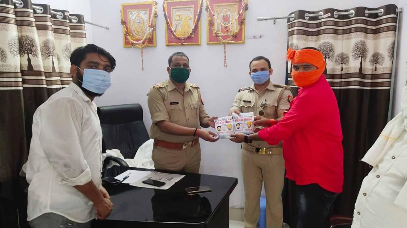 वाराणसी: मिशन समाज सेवा की ओर से जरूरतमंदों में किया गया मेडिकिट का वितरण