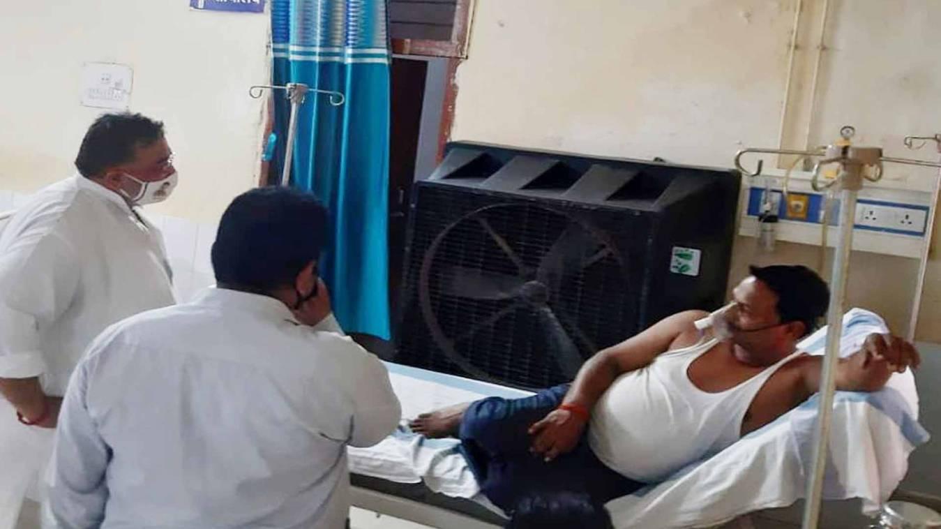 वाराणसी: कांग्रेस सचिव गौरव कपूर ने भेलूपुर गैस रिसाव पीड़ितों का जाना हाल, दिया मदद का आश्वासन