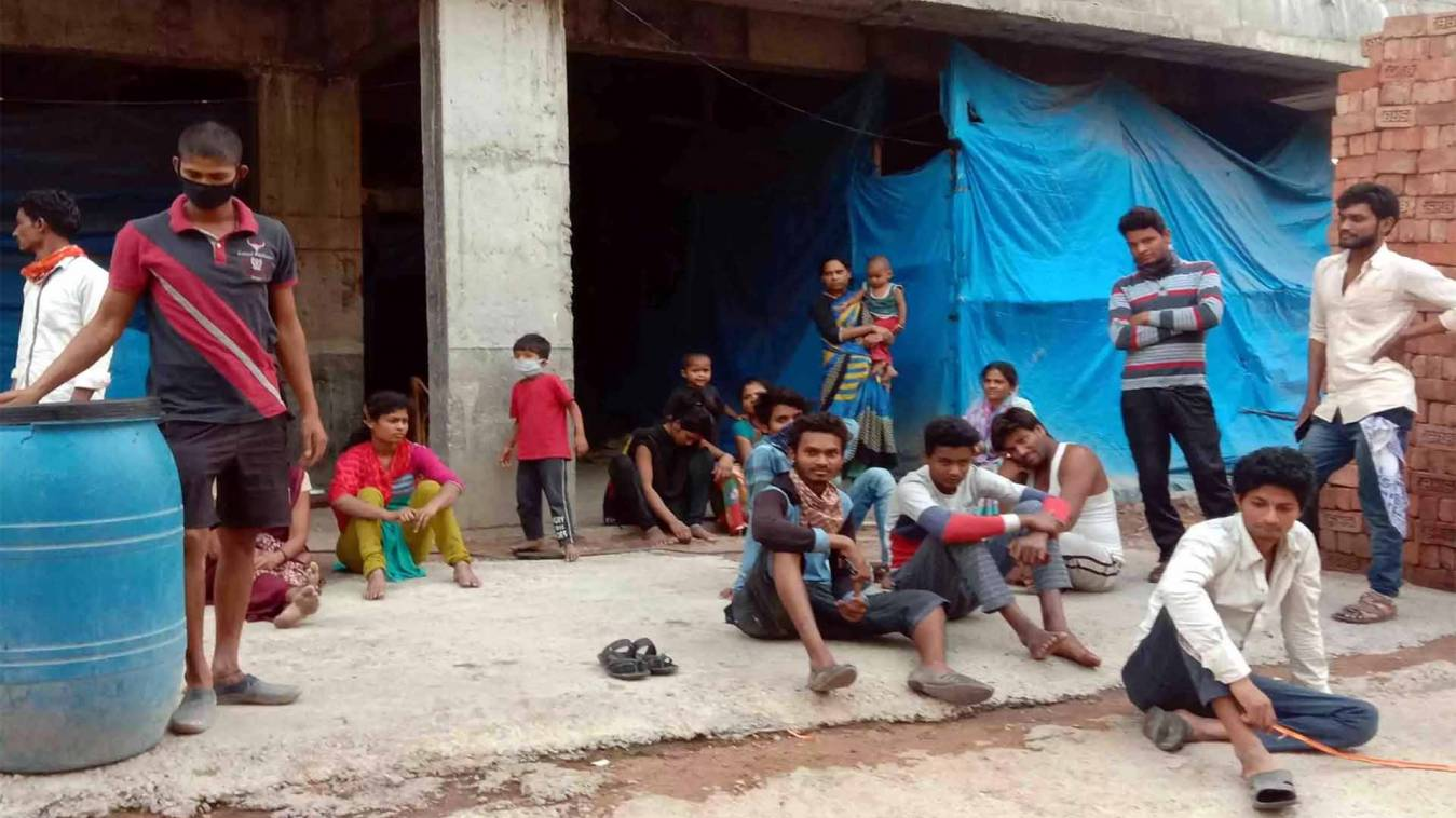 वाराणसी: प्रवासी मजदूरों के सामने आ गये भुखमरी जैसे हालात, अब नहीं मिल रहा राशन