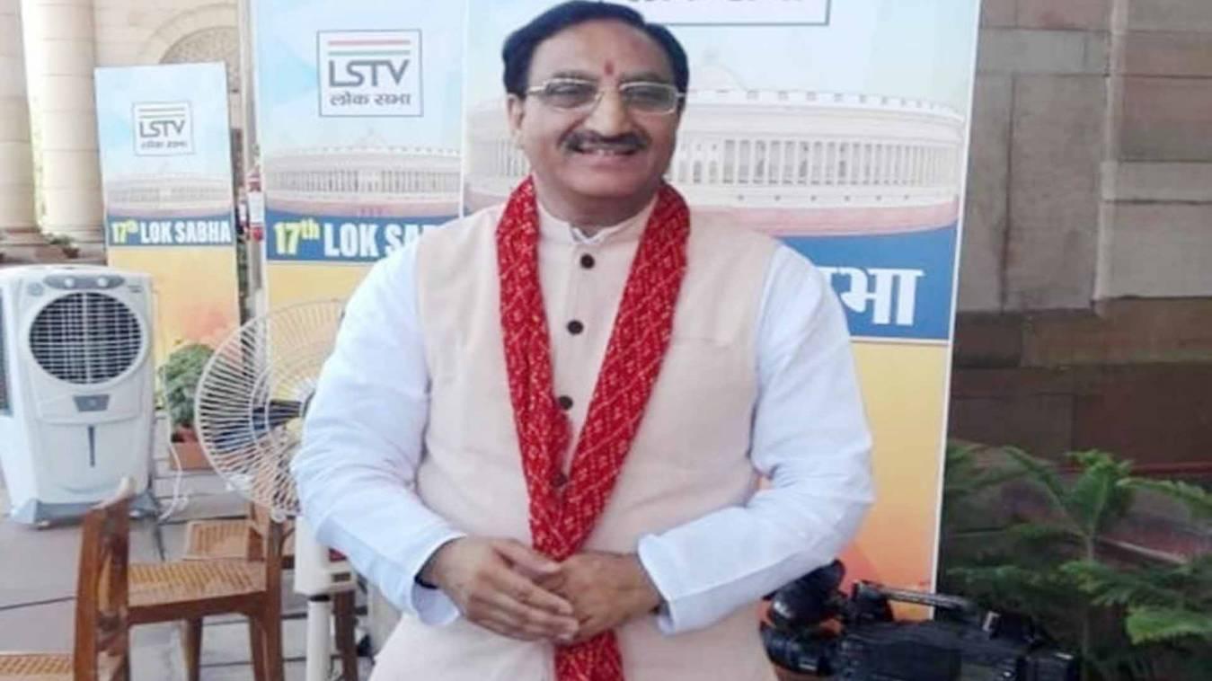 Breaking: सरकार ने विश्वविद्यालयों में परीक्षाएं रद्द की, मानव संसाधन विकास मंत्री रमेश पोखरियाल ने कहा...