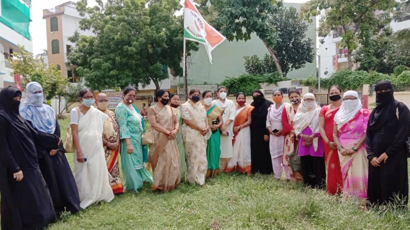 महिला कांग्रेस के स्थापना दिवस पर बोलीं रितु पाण्डेय, अपने हक के लिए राजनीति में आगे आएं  महिलाएं