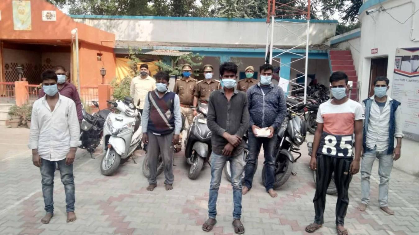 वाराणसी: जुआ खेल रहे 7 लोगों को पुलिस ने उठाया और पहुंचा दिया जेल