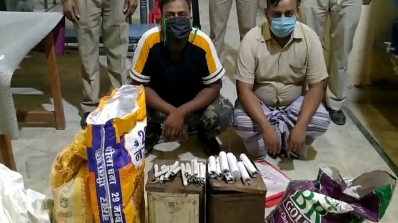 वाराणसी: अवैध पटाखों पर पुलिस की लगाम, भारी मात्रा में विस्पोटक ज़ब्त