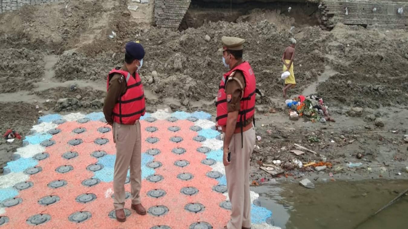 वाराणसी: छठ पूजा की व्यवस्था का घाट पर निरक्षण करने पहुंचे वरिष्ठ पुलिस अधीक्षक