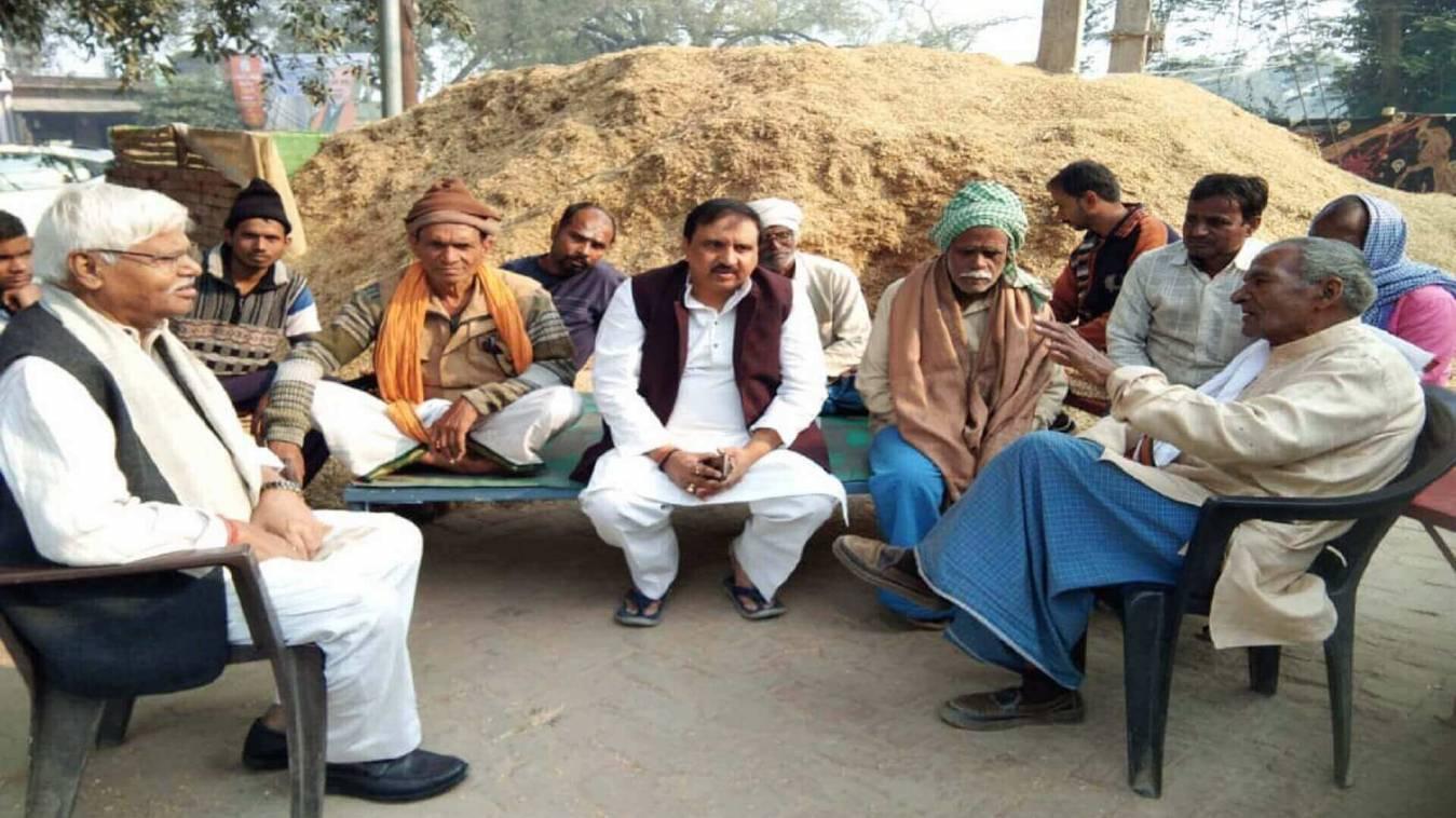 दिल्ली के पूर्व सांसद महाबल मिश्रा ने प्रधानमंत्री के संसदीय क्षेत्र में किया किसान संवाद कार्यक्रम
