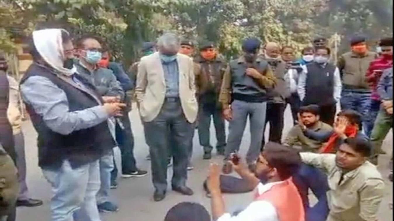 BHU: परिसर खोलने की मांग को लेकर छात्रों का संघर्ष जारी