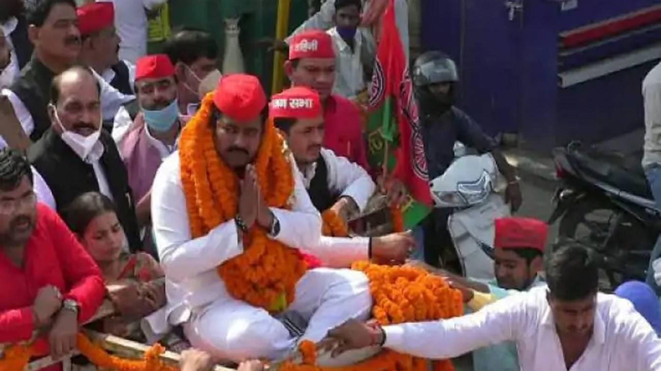 पीएम मोदी के गढ़ में भाजपा को दोहरा झटका, सपा प्रत्याशी आशुतोष सिन्हा ने लहराया जीत का परचम