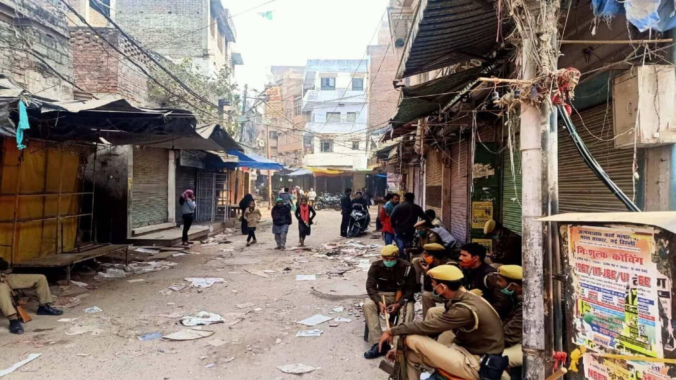 बाबरी विध्वंस की बरसी पर वाराणसी में भी काला दिवस का दिखा असर, दुकाने रही बंद