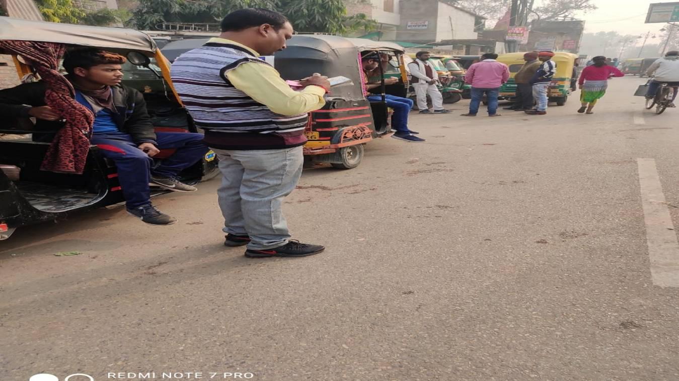 अवैध ऑटो स्टैंड बन रहे शहर में जाम का कारण