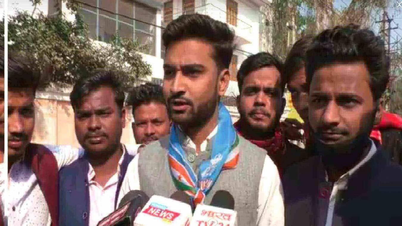 अन्नदाता के समर्थन में उतरे विद्यापीठ छात्रसंघ महामंत्री, पुलिस से झड़प