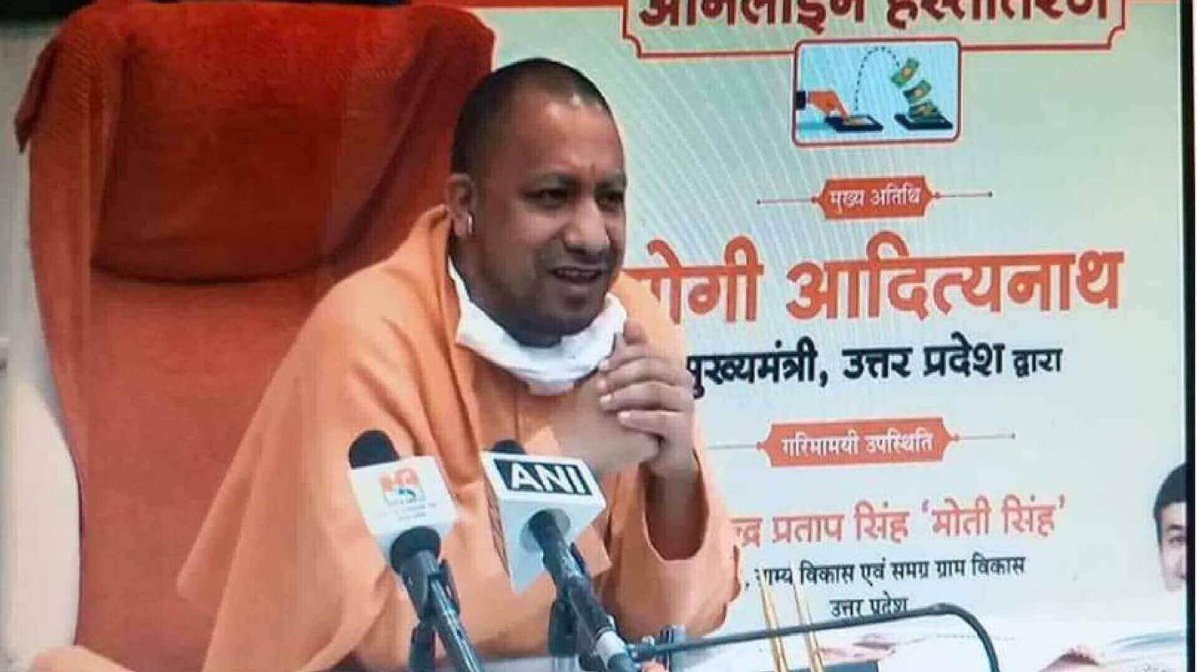 CM Yogi: आवास योजना के 612 लाभार्थियों के खाते में डिजिटली मुख्यमंत्री ने भेजी धनराशि