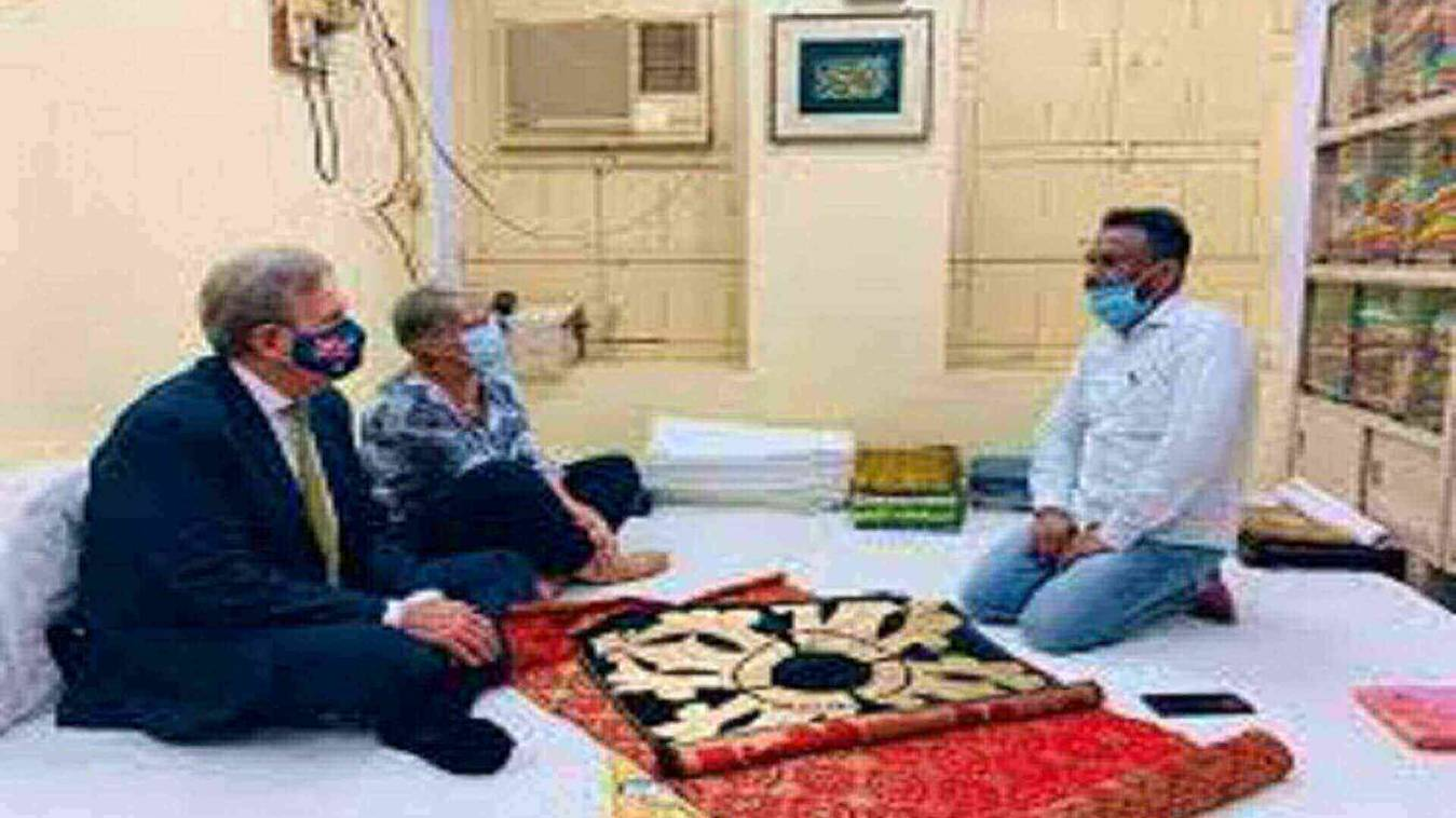 ऑस्ट्रेलिया के भारत में हाई कमिश्नर बैरी ओफैरेल ने रेशम बुनाई के बारे में ली जानकारी