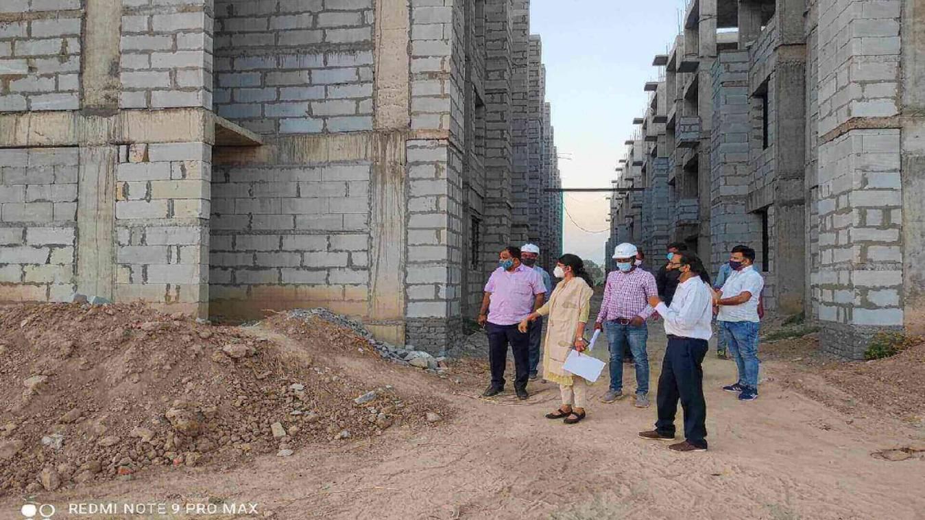 वीडीए ने प्रधानमंत्री आवास परियोजना के कार्यस्थल पर किया निरीक्षण, काम की धीमी रफ्तार पर जताई नाराजगी