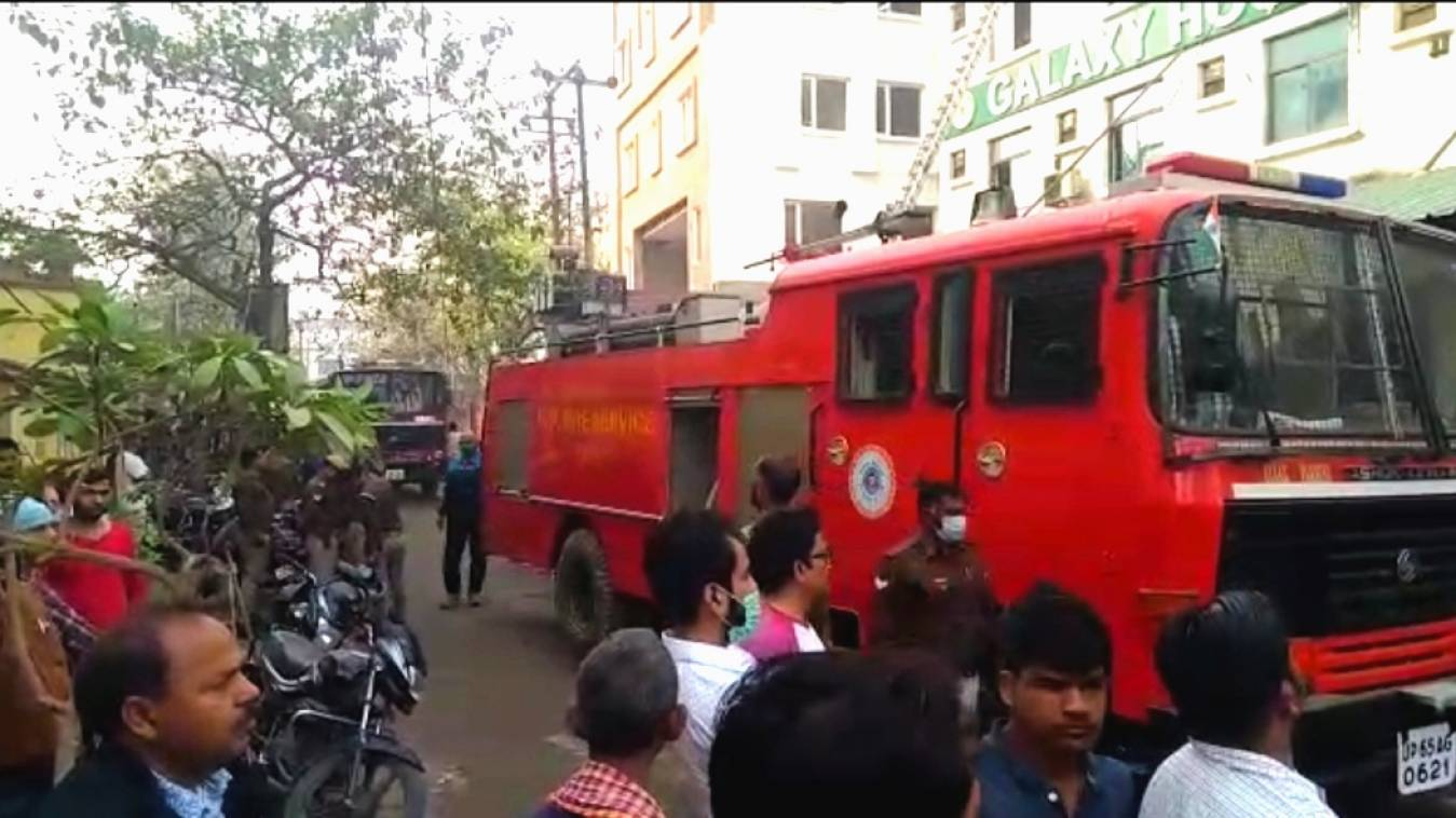 गैलेक्सी हॉस्पिटल में लगी भीषण आग, किसी के क्षति की सूचना नहीं