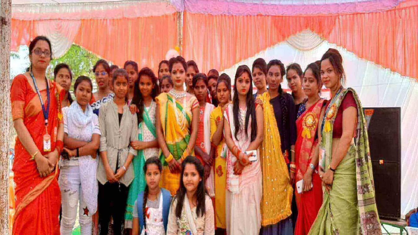 गरीब बच्चों को निशुल्क शिक्षा एवं नारी कल्याण को लेकर कार्यक्रम का हुआ आयोजन