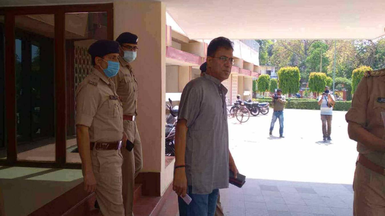 पुलिस कमिश्नर ने बाबा के दरबार में लगाई हाजिरी, संभाला कार्यभार