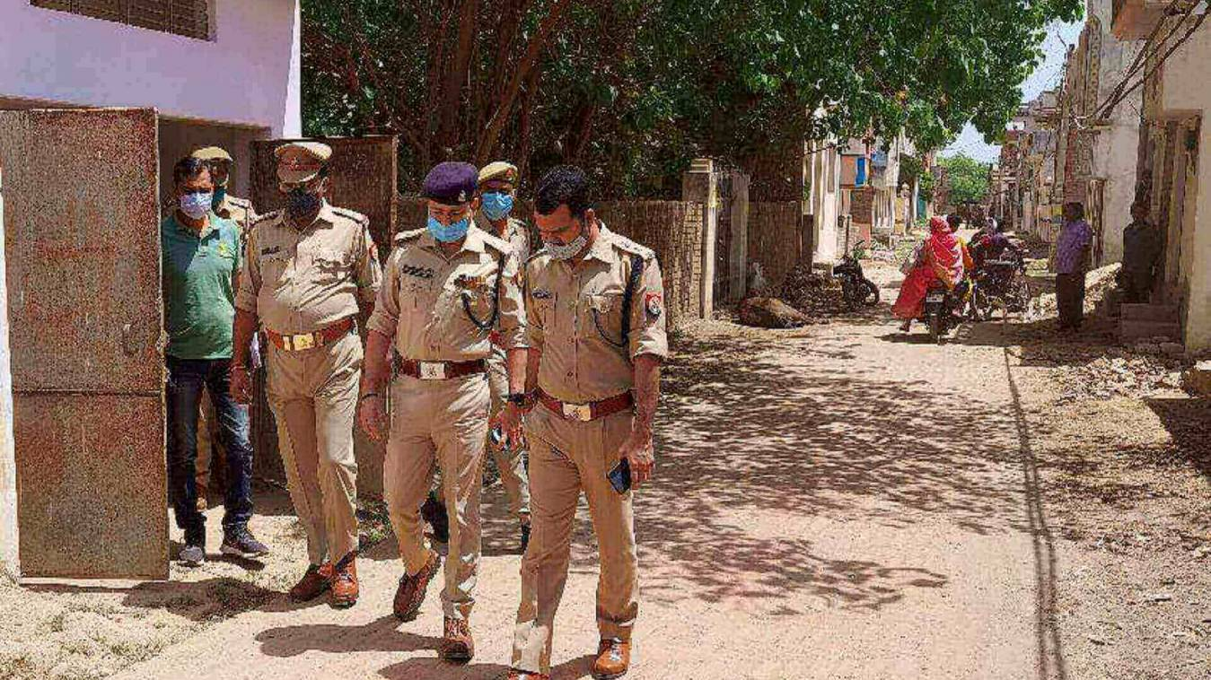 रेलवे ट्रैक पर मिले शव के मामले में, दो आरोपी गिरफ्तार