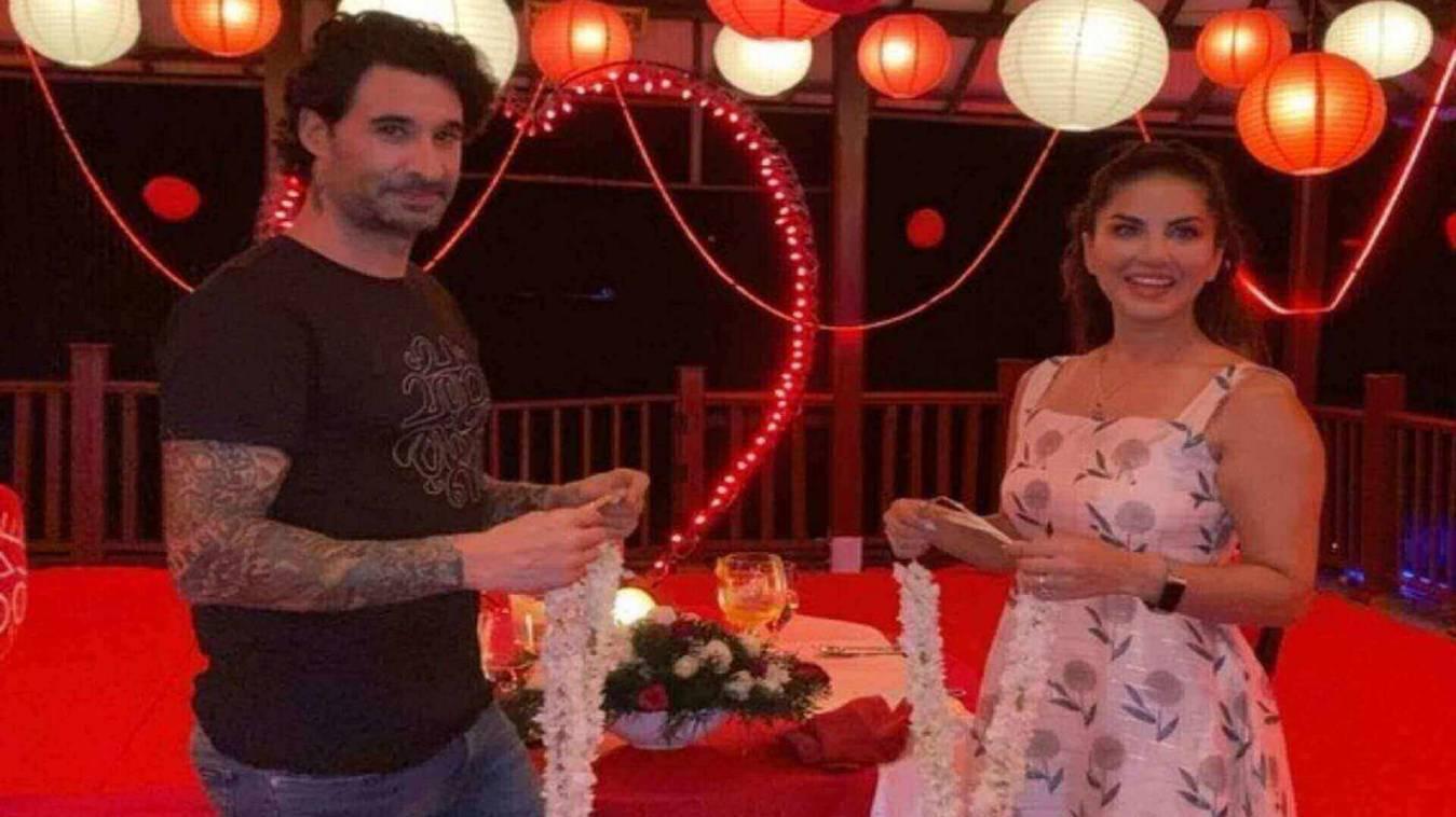 सनी लियोनी को मिली शादी की 10वीं सालगिरह पर हीरों का हार