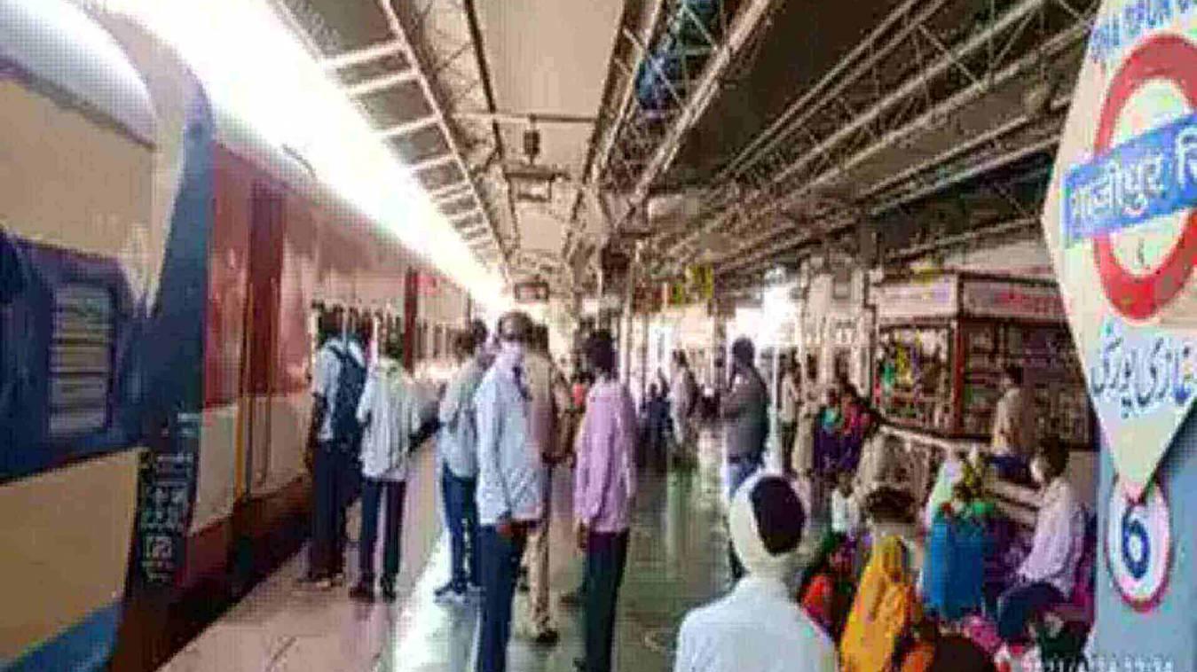 मंडुआडीह स्टेशन से निकली वैक्सीनेशन स्पेशल ट्रेन